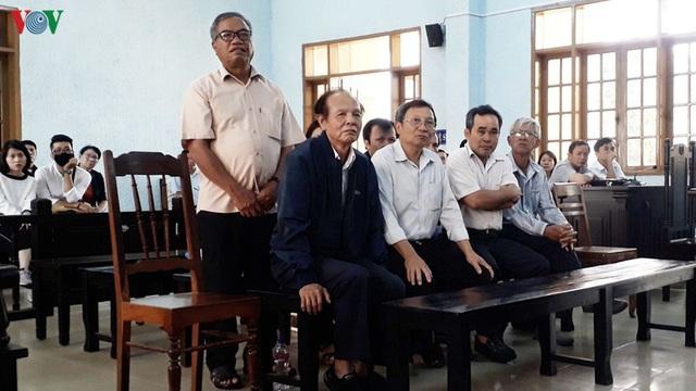 9 cán bộ y tế Gia Lai lãnh án vì sai phạm trong đấu thầu thuốc  - Ảnh 1.