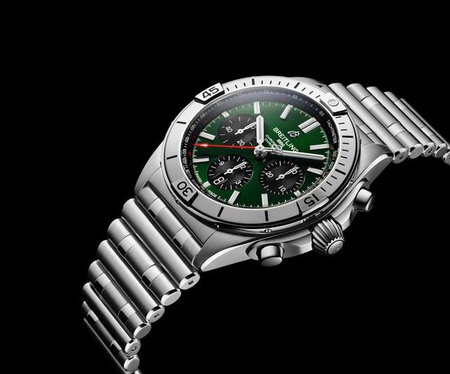 Chiêm ngưỡng mẫu đồng hồ 8.000 USD của Bentley và Breitling - Ảnh 1.