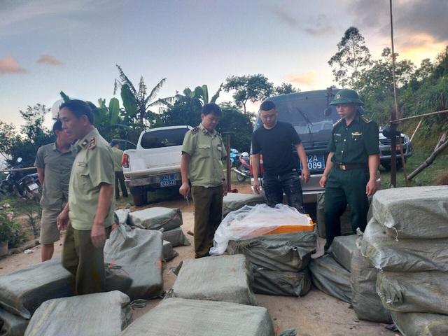 Chặn đứng 1 tấn nầm lợn bốc mùi hôi thối nhập lậu vào Việt Nam - Ảnh 1.