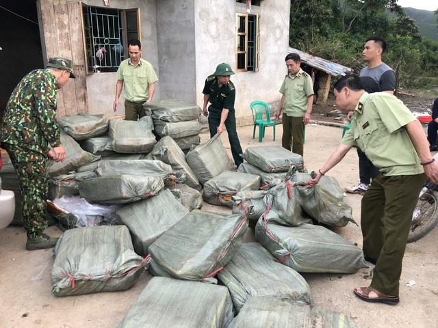Chặn đứng 1 tấn nầm lợn bốc mùi hôi thối nhập lậu vào Việt Nam - Ảnh 2.