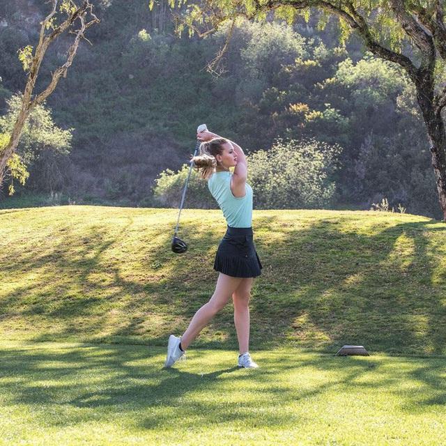 Chiêm ngưỡng nhan sắc nữ golf thủ vạn người mê, cô nàng hứa hẹn sớm soán ngôi nữ hoàng môn thể thao quý tộc - Ảnh 2.