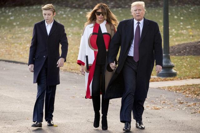 Minh chứng cho thấy hoàng tử Nhà Trắng Barron Trump giống cha như 2 giọt nước, thừa hưởng nhan sắc thời trẻ của Tổng thống Mỹ - Ảnh 6.
