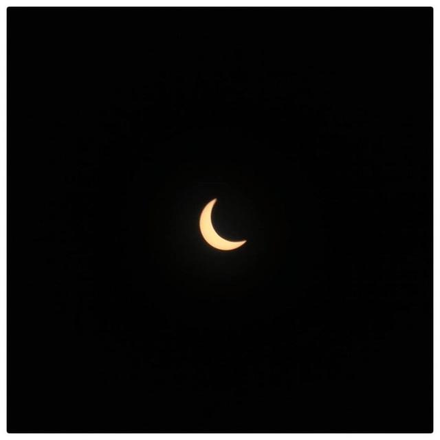 """Hiếm hoi lắm mới xuất hiện tại Việt Nam, đây là hiện tượng nhật thực """"vòng lửa"""" được dân mạng từ khắp nơi chụp lại được trong chiều nay - Ảnh 8."""
