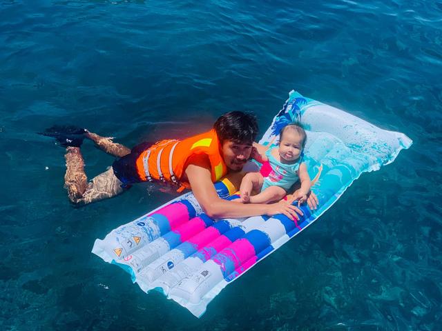 """Ông bố Hà Nội bỏ việc vì nghiện con: Cùng con """"đi đu đưa"""" từ 6 tháng tuổi, 3 tuổi đã """"thả"""" con đi khám phá đảo hoang, cứu hộ rùa - Ảnh 10."""