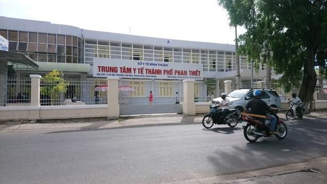 Cách chức 2 lãnh đạo Trung tâm Y tế Phan Thiết vì để thuộc cấp tham ô 5,4 tỉ đồng  - Ảnh 1.