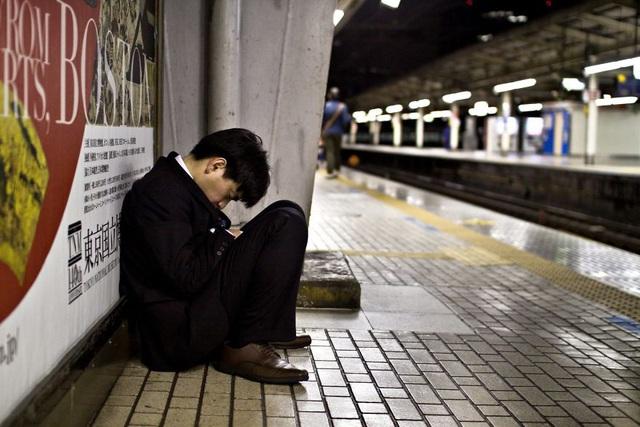Bộ ảnh đáng sợ về cuộc sống của dân công sở Nhật: Say xỉn là nghĩa vụ, làm việc như máy và thờ ơ với tình dục - Ảnh 11.
