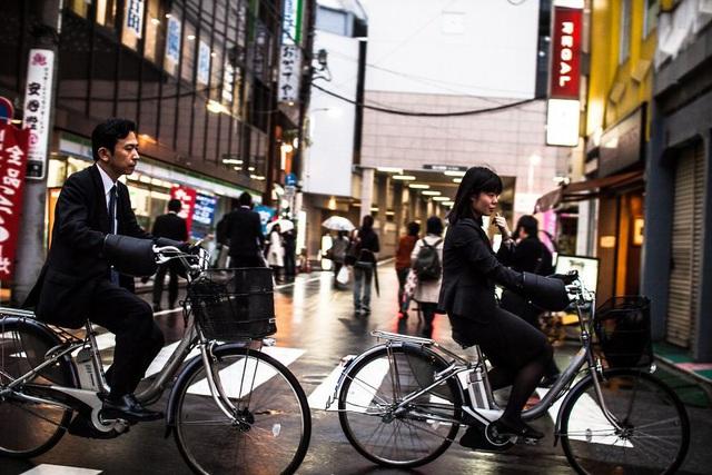 Bộ ảnh đáng sợ về cuộc sống của dân công sở Nhật: Say xỉn là nghĩa vụ, làm việc như máy và thờ ơ với tình dục - Ảnh 10.