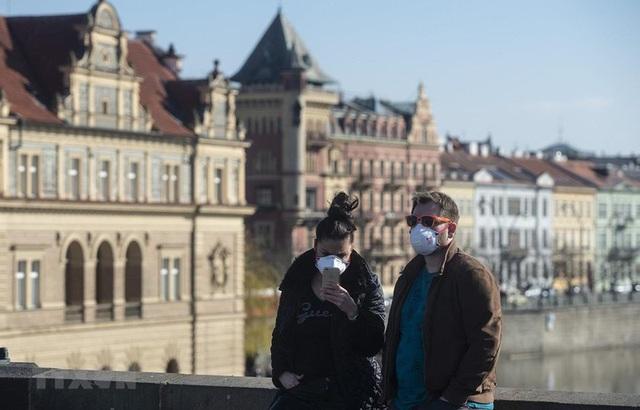 Hàng trăm nghìn người Séc mất việc làm vì dịch Covid-19 - Ảnh 1.