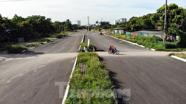 Nhìn gần con đường nghìn tỷ ở trung tâm Hà Nội sau hai năm làm được vài trăm mét - Ảnh 12.