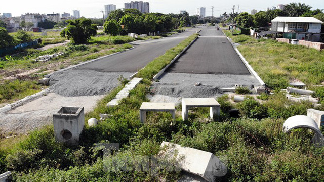 Nhìn gần con đường nghìn tỷ ở trung tâm Hà Nội sau hai năm làm được vài trăm mét - Ảnh 3.
