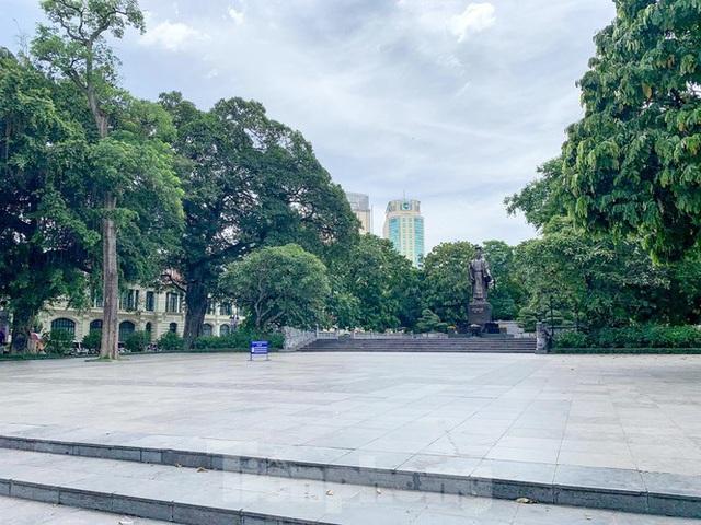 Nắng 50 độ C, đường Hà Nội vắng như chùa bà đanh - Ảnh 5.