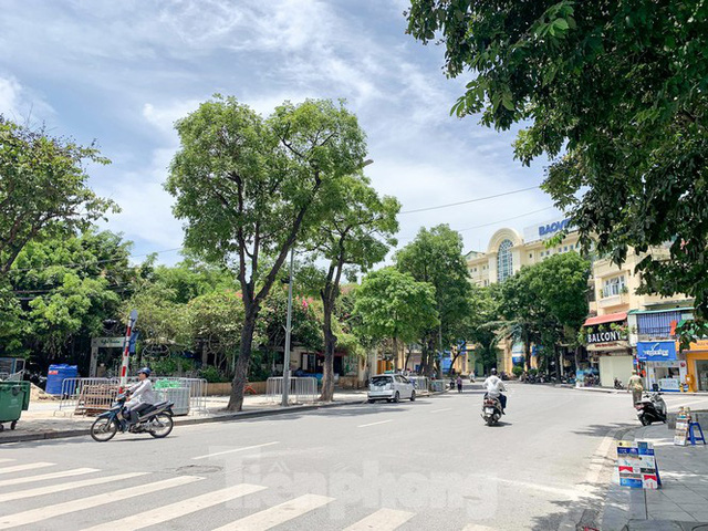 Nắng 50 độ C, đường Hà Nội vắng như chùa bà đanh - Ảnh 6.