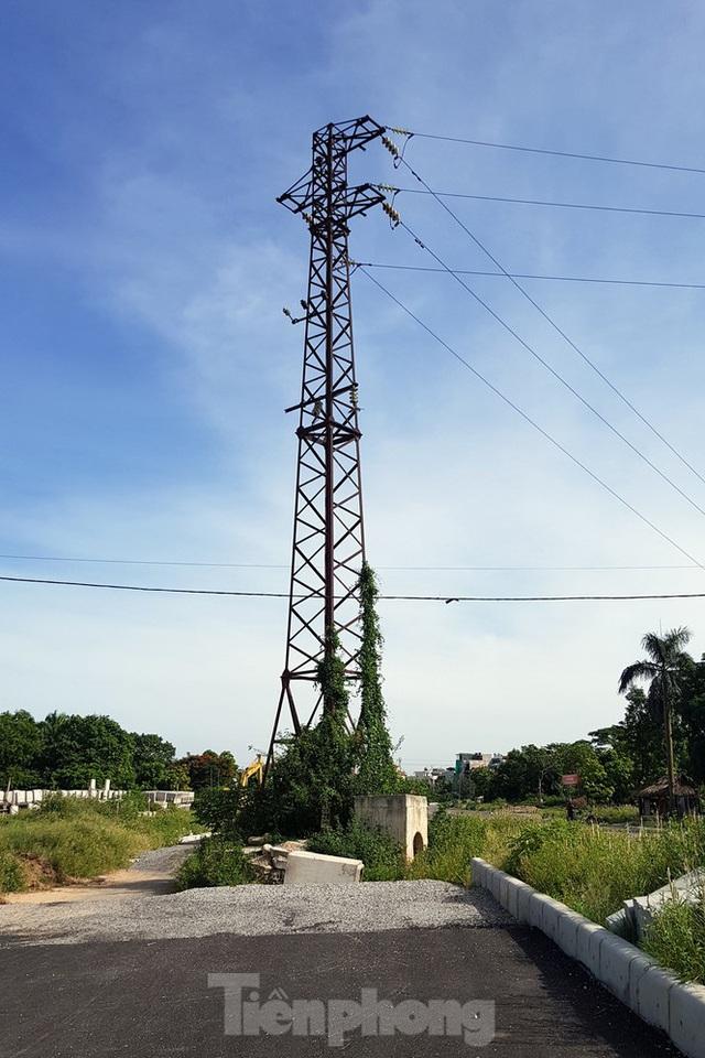 Nhìn gần con đường nghìn tỷ ở trung tâm Hà Nội sau hai năm làm được vài trăm mét - Ảnh 8.