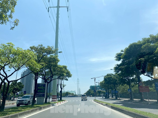 Nắng 50 độ C, đường Hà Nội vắng như chùa bà đanh - Ảnh 9.