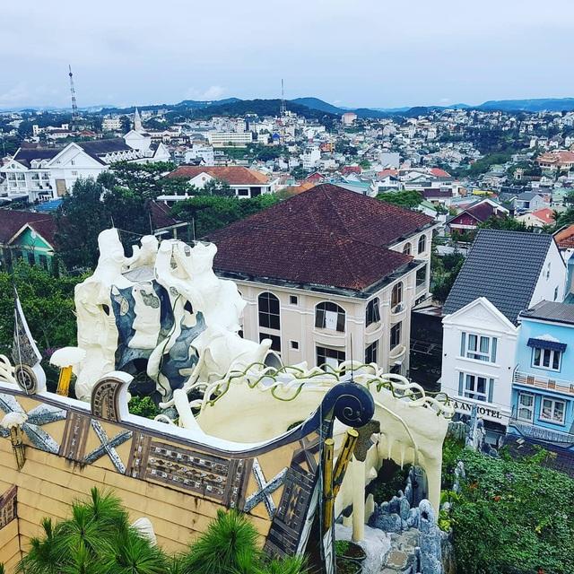 5 khách sạn 5 sao có view đẹp hút tầm mắt ở Đà Lạt: Muốn trốn nắng hè, bạn nhất định nên đến để tận hưởng không khí tuyệt vời của cao nguyên - Ảnh 4.