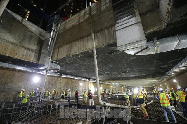 Trắng đêm đổ bê tông hợp long ga ngầm trên phố Kim Mã  - Ảnh 1.