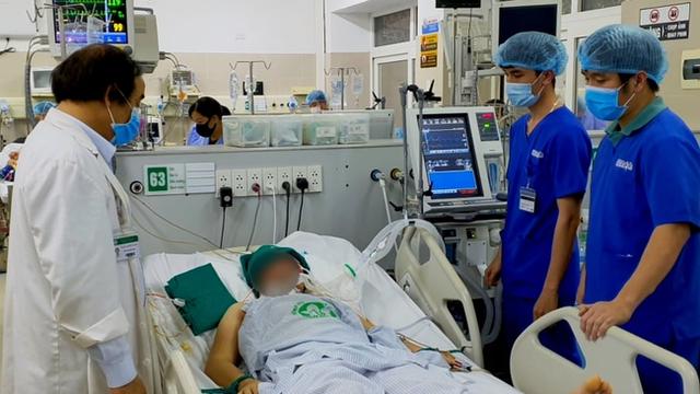 Làm việc dưới nhiệt độ cao, nam bệnh nhân bị sốc nhiệt dẫn tới hôn mê, chuyên gia chỉ ra 4 nhóm cần đặc biệt giữ sức khỏe trong thời điểm nắng nóng - Ảnh 1.