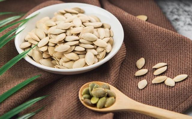 Nếu thèm ăn vào ban đêm, phụ nữ chỉ nên chống đói bằng 5 món ngon lành này để giảm cân và không làm tổn thương nội tạng - Ảnh 1.