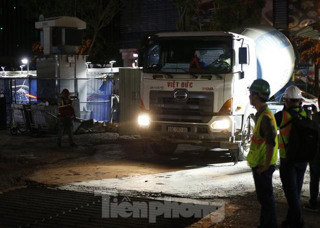 Trắng đêm đổ bê tông hợp long ga ngầm trên phố Kim Mã  - Ảnh 11.