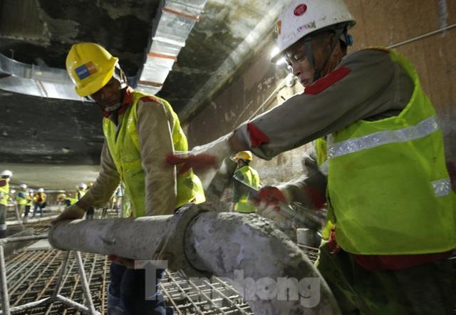 Trắng đêm đổ bê tông hợp long ga ngầm trên phố Kim Mã  - Ảnh 5.