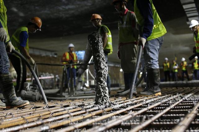 Trắng đêm đổ bê tông hợp long ga ngầm trên phố Kim Mã  - Ảnh 7.