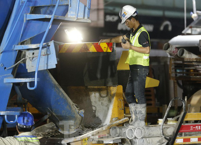 Trắng đêm đổ bê tông hợp long ga ngầm trên phố Kim Mã  - Ảnh 10.
