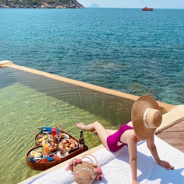 Bí quyết để có những tấm hình bên bể bơi như travel blogger: Du lịch thời nay, ngoài ăn chơi nghỉ dưỡng, đi về nhất định phải có ảnh đẹp!  - Ảnh 7.