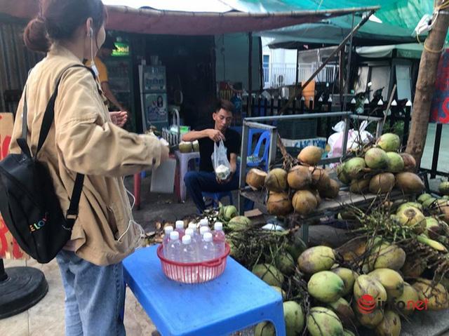 Nắng nóng, nghìn quả dừa bán veo mỗi ngày, thịt lợn không bóng khách - Ảnh 2.