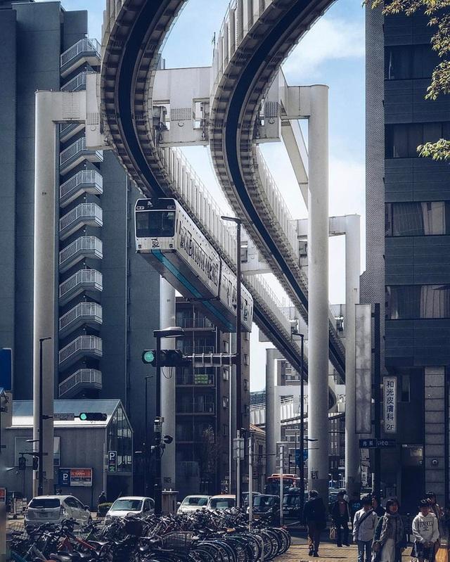 """Không hổ danh """"đất nước ngoài hành tinh"""" trong mắt du khách, Nhật Bản chính là nơi sở hữu đoàn tàu treo ngược dài nhất thế giới hiện nay - Ảnh 5."""