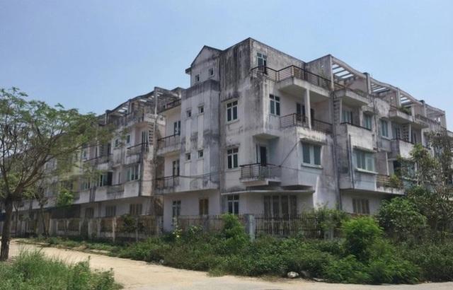 Cử tri đề nghị Hà Nội xử tình trạng lo xây nhà để bán, bỏ quên trường học - Ảnh 1.