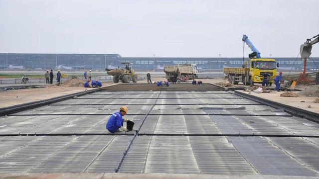 Từ 1-7, đóng cửa 1 đường băng sân bay Tân Sơn Nhất để sửa chữa  - Ảnh 1.