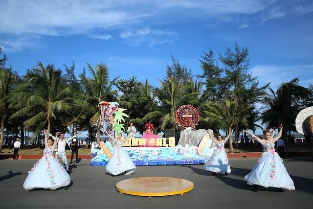 Sau Covid-19, du lịch Sầm Sơn bùng nổ với lễ hội Carnival đường phố - Ảnh 3.