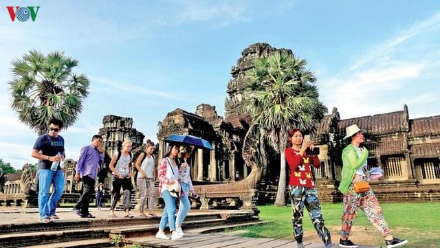 Covid-19 đẩy ngành du lịch Campuchia thụt lùi 5 năm - Ảnh 2.