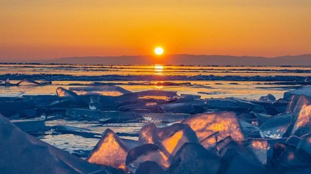 Cuộc sống nơi lạnh nhất thế giới bị đe dọa: Nắng nóng kỷ lục khiến băng vĩnh cữu tan, người dân phải đối mặt với sự đảo lộn mất kiểm soát - Ảnh 5.