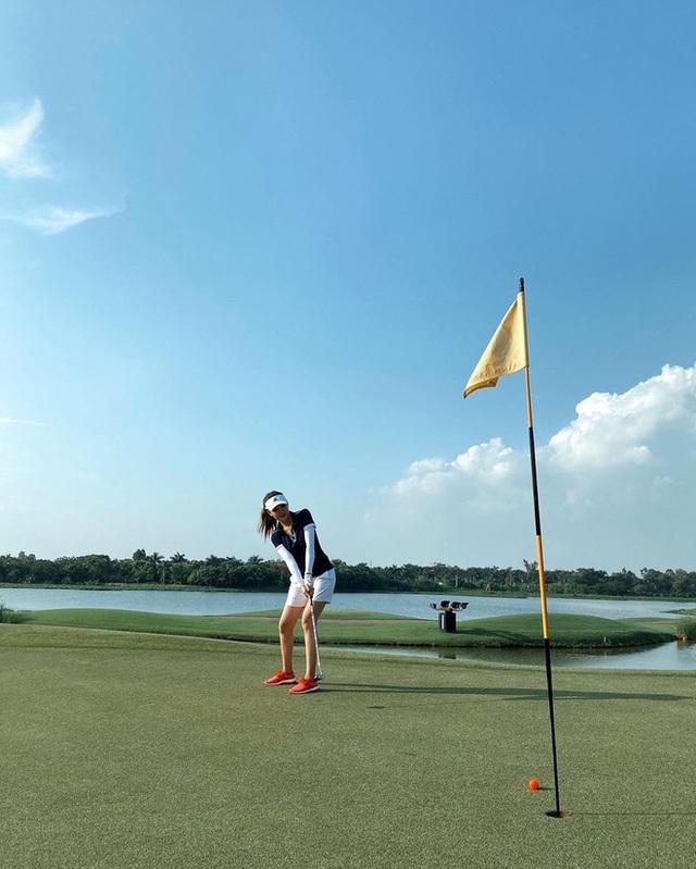 Không hẹn mà gặp hội mỹ nhân Việt đều check-in ở sân golf: 1 buổi chơi golf có lợi ích bằng 1 tuần tập thể dục nên bảo sao không mê cho được - Ảnh 6.
