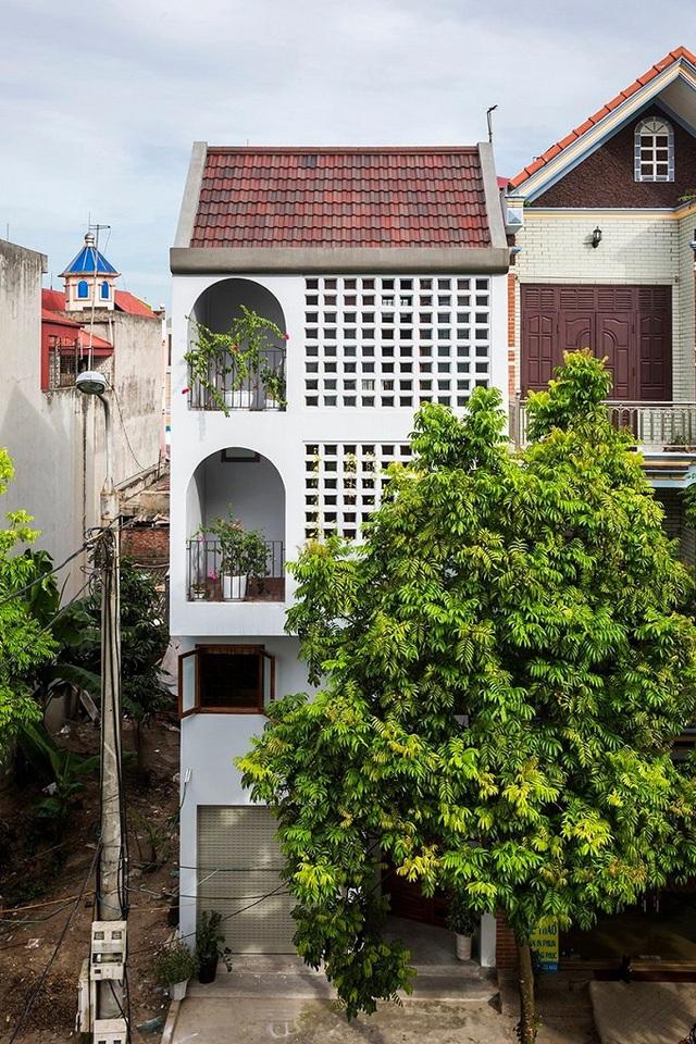 Ngôi nhà phố giản dị ở Hưng Yên sử dụng loạt giải pháp để trữ nước mưa - Ảnh 1.