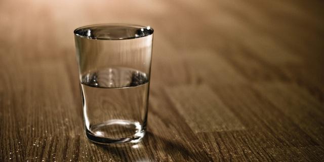 Cầm chiếc cốc trên tay cả ngày, chuyện gì sẽ xảy ra? - đáp án chỉ ra sai lầm nhiều người đang phạm phải mà không hay biết - Ảnh 1.