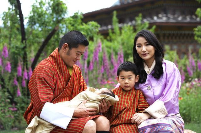 Hoàng hậu vạn người mê Bhutan đón tuổi mới chỉ bằng một tấm hình nhưng cũng đủ khiến hàng triệu người xốn xang vì quá hoàn mỹ - Ảnh 3.
