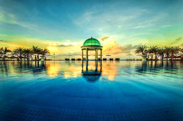 6 resort 5 sao sở hữu hồ bơi độc đáo bậc nhất đảo ngọc Phú Quốc đang có giá rẻ, giảm sâu đến không ngờ: Còn gì tuyệt hơn ngắm hoàng hôn, đắm mình trong làn nước xanh trong vắt - Ảnh 11.