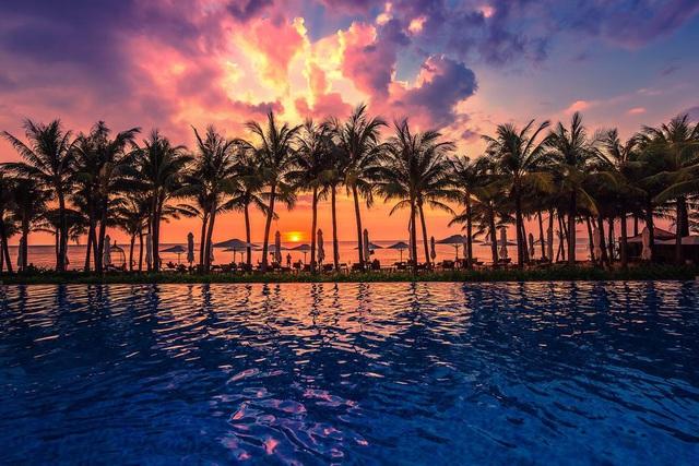 6 resort 5 sao sở hữu hồ bơi độc đáo bậc nhất đảo ngọc Phú Quốc đang có giá rẻ, giảm sâu đến không ngờ: Còn gì tuyệt hơn ngắm hoàng hôn, đắm mình trong làn nước xanh trong vắt - Ảnh 8.