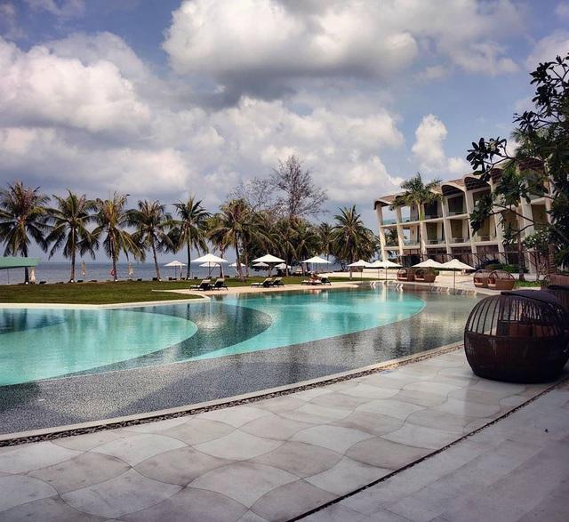 6 resort 5 sao sở hữu hồ bơi độc đáo bậc nhất đảo ngọc Phú Quốc đang có giá rẻ, giảm sâu đến không ngờ: Còn gì tuyệt hơn ngắm hoàng hôn, đắm mình trong làn nước xanh trong vắt - Ảnh 6.