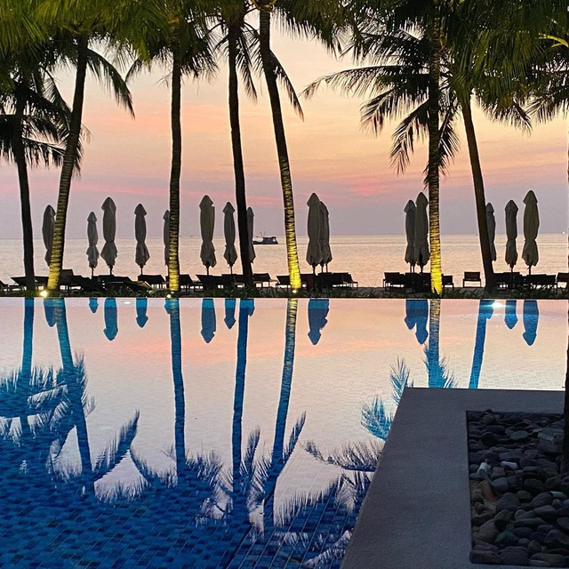 6 resort 5 sao sở hữu hồ bơi độc đáo bậc nhất đảo ngọc Phú Quốc đang có giá rẻ, giảm sâu đến không ngờ: Còn gì tuyệt hơn ngắm hoàng hôn, đắm mình trong làn nước xanh trong vắt - Ảnh 10.