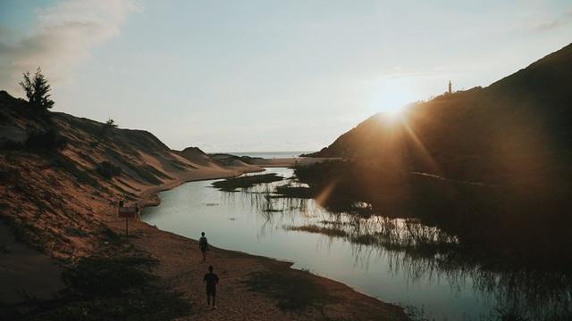 Đâu chỉ có hoa vàng trên cỏ xanh, hóa ra Phú Yên lại tiềm ẩn vẻ đẹp mộc mạc đến lạ lùng lúc bình minh: Điểm đến cuối tuần cho những người thích sự yên bình - Ảnh 7.