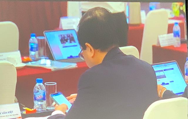 ĐHCĐ Sacombank: Đại hội trực tuyến, cổ đông chất vấn nhiều câu hỏi nóng - Ảnh 1.