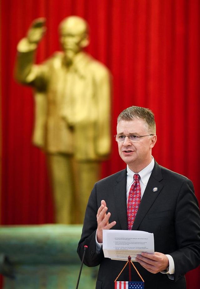 Đại sứ Hoa Kỳ tại Việt Nam: Việt Nam đang làm rất tốt trong phản ứng COVID-19 cũng như việc cung cấp khẩu trang và thiết bị bảo hộ cho nhiều quốc gia trên thế giới - Ảnh 1.
