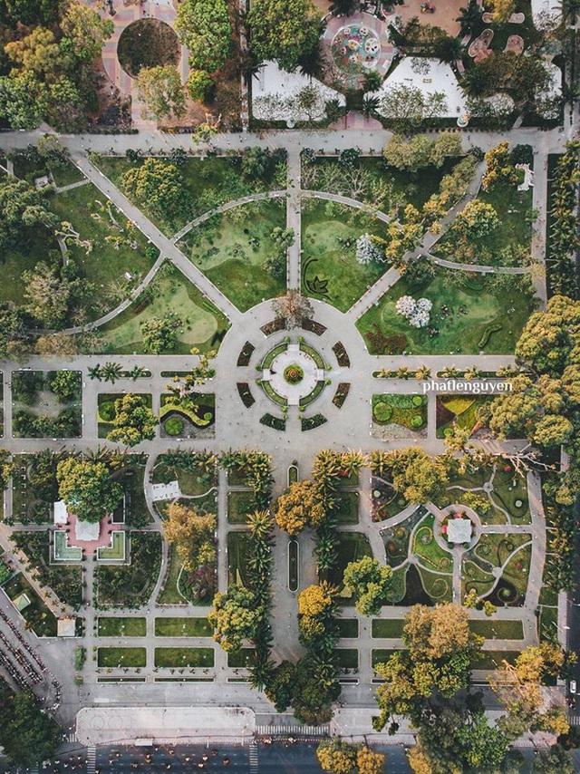 """Không tin vào mắt mình trước bộ ảnh chụp Sài Gòn từ trên cao đang """"gây bão"""" MXH: Xem hình, bạn đoán được đúng tên bao nhiêu địa điểm? - Ảnh 2."""