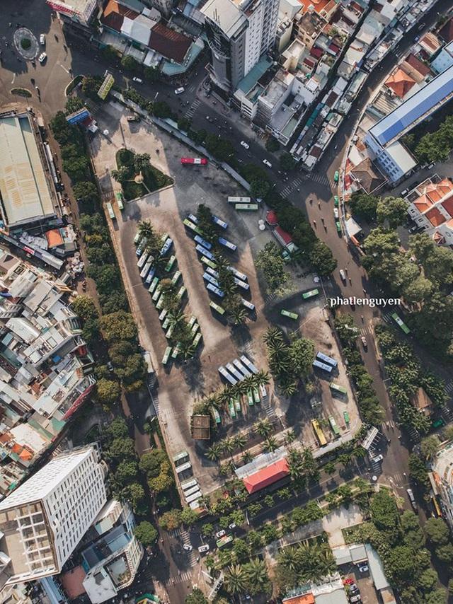 """Không tin vào mắt mình trước bộ ảnh chụp Sài Gòn từ trên cao đang """"gây bão"""" MXH: Xem hình, bạn đoán được đúng tên bao nhiêu địa điểm? - Ảnh 34."""