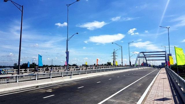 NÓNG: Bộ GTVT đồng loạt thông xe 6 cây cầu ở Long An  - Ảnh 1.