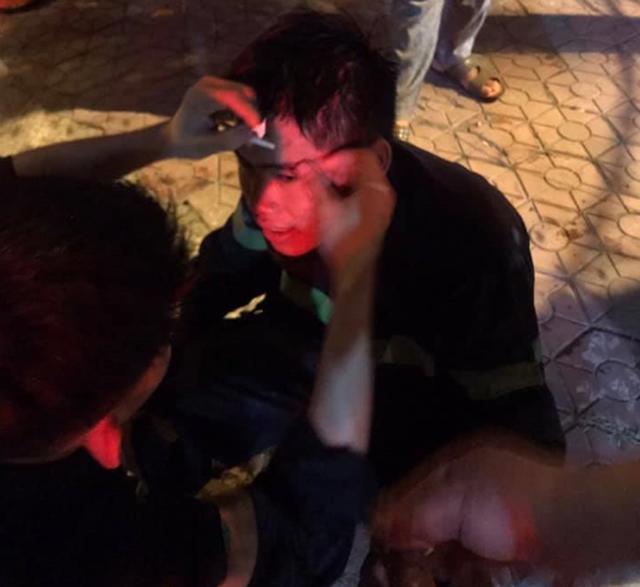 Cận cảnh quán bar lớn ở TP Vinh bốc cháy ngùn ngụt trong đêm  - Ảnh 5.