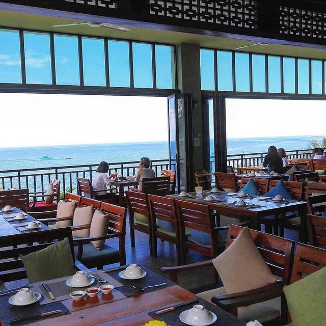Nếu đến Phú Quốc, đừng bỏ qua 8 quán cà phê view biển sang chảnh này: Nơi hoàn hảo để ngắm hoàng hôn, lên hình đẹp đến ngỡ ngàng - Ảnh 10.